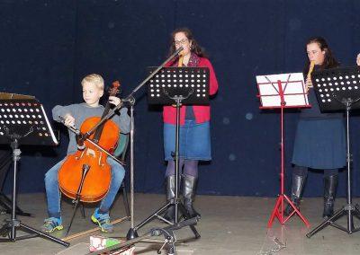 10 Familie Oeljeklaus spielt den Festlichen Marsch