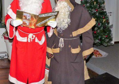 12 Nikolaus und Ruprecht begrüssen den MGV