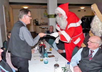 16 Auch für Horst Rücker gabs ein Geschenk