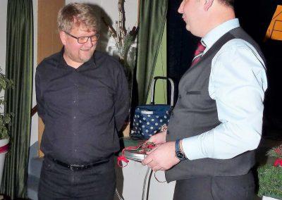 4 Dankeschön an Chorleiter Andreas Oeljeklaus