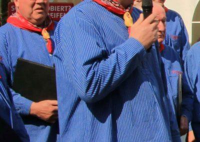 MGV-Vorsitzender Ralf Krumme gratulierte herzlich im Namen des Chores