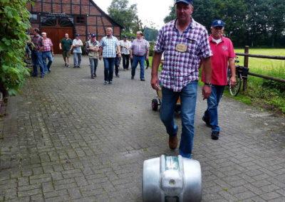 2 Vorsitzender Ralf Krumme geht voran