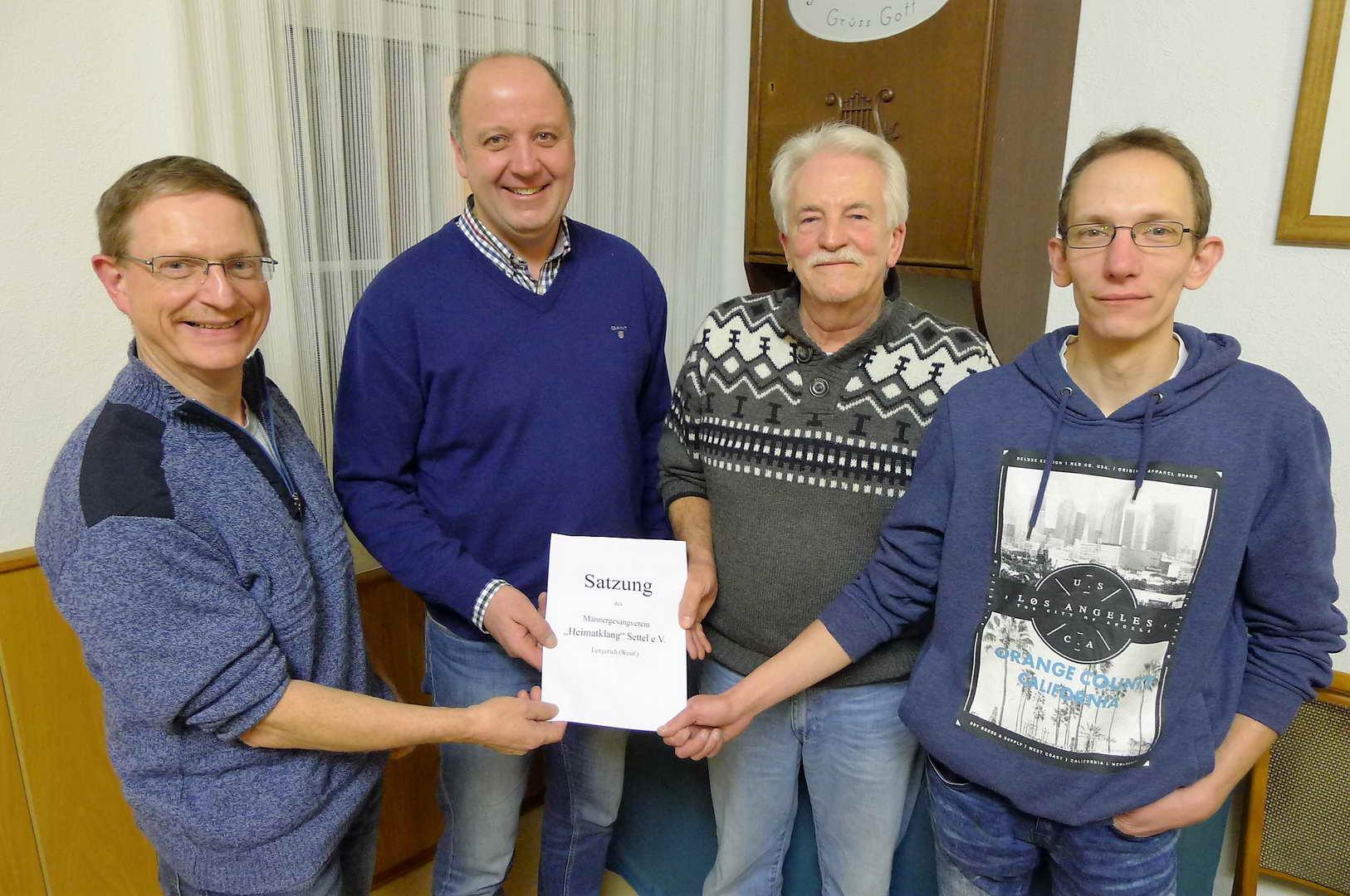 Der neu gewählte Vorstand des MGV Settel:  v.l. Holger Kahmann (1. Schriftführer) Marco Westphal (2. Schriftführer) Raimund Spieker (2. Vorsitzender), Ralf Krumme (1.Vorsitzender) Hans-Joachim Knöpker-Bettler (1. Kassenwart), Heiner Peters (2. Kassenwart)