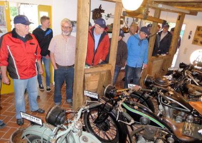 02 Rainer Baldus praesentiert seine Motorrad-Sammlung
