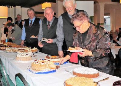 11_Das Kuchenbufett der Vereinsdamen