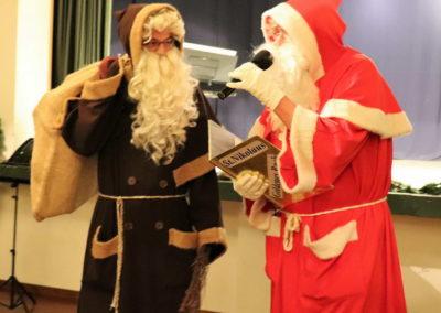 12_Nikolaus und Knecht Ruprecht ziehen ein