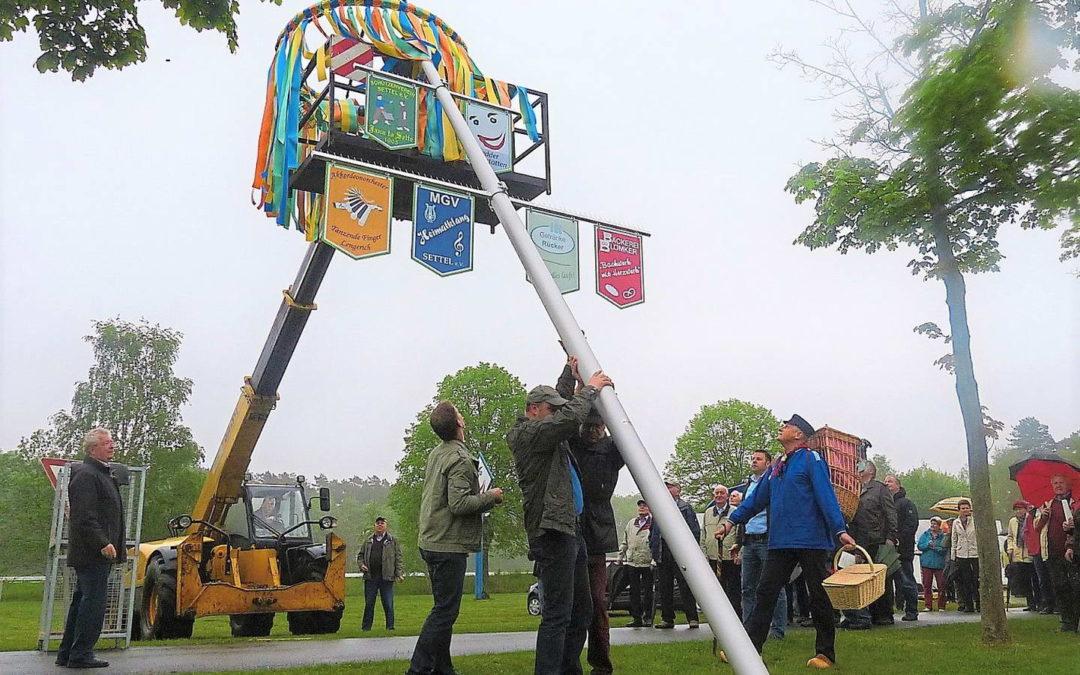 Setteler Vereine feiern ihren Maibaum mit Dämmerschoppen